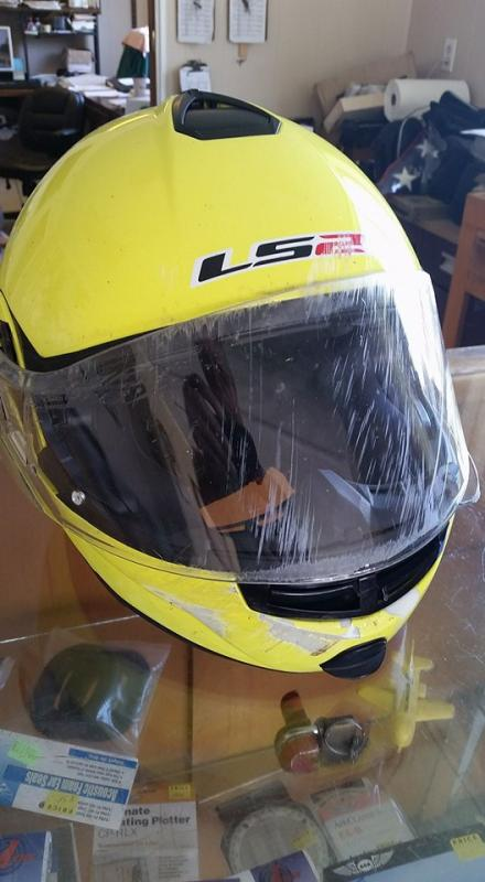 Click image for larger version  Name:My toasted LS2 helmet.jpg Views:9 Size:48.9 KB ID:287707
